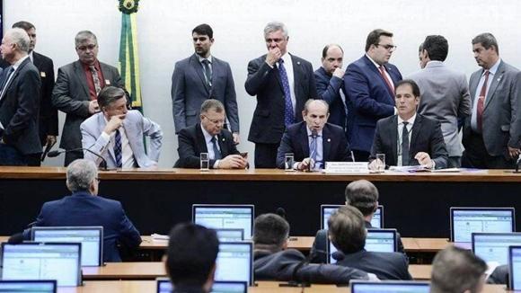 comissão aprova